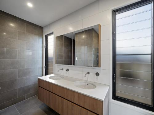 Wavell Heights - Bathroom