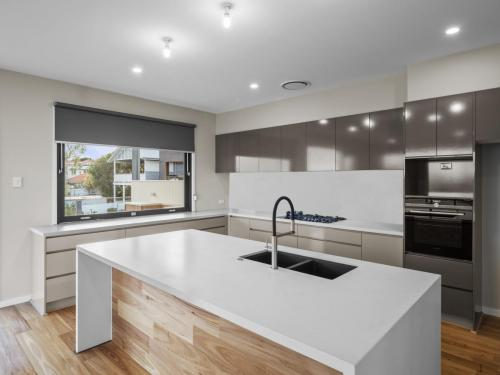 Wavell Heights - Kitchen